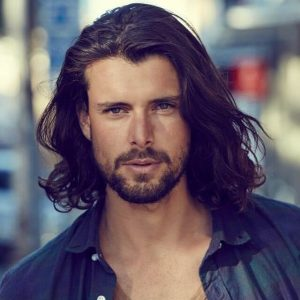 Model rambut panjang pria gondrong Messy mane