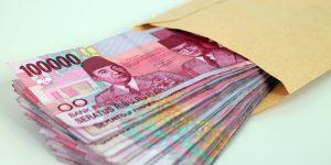 kado pernikahan untuk saudara - uang tunai -uang cash