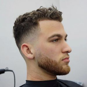 model gaya rambut keriting undercut