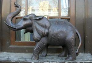 patung hewan gajah