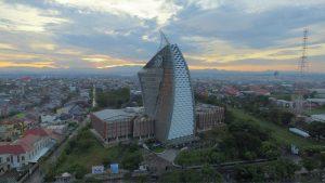 menara pinisi makasar - arsitektur terbaik di Indonesia
