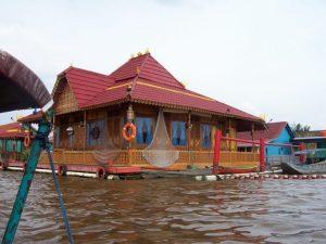 rumah rakit palembang - rumah adat sumatera selatan