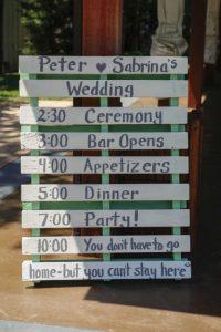 banner informasi di pernikahan